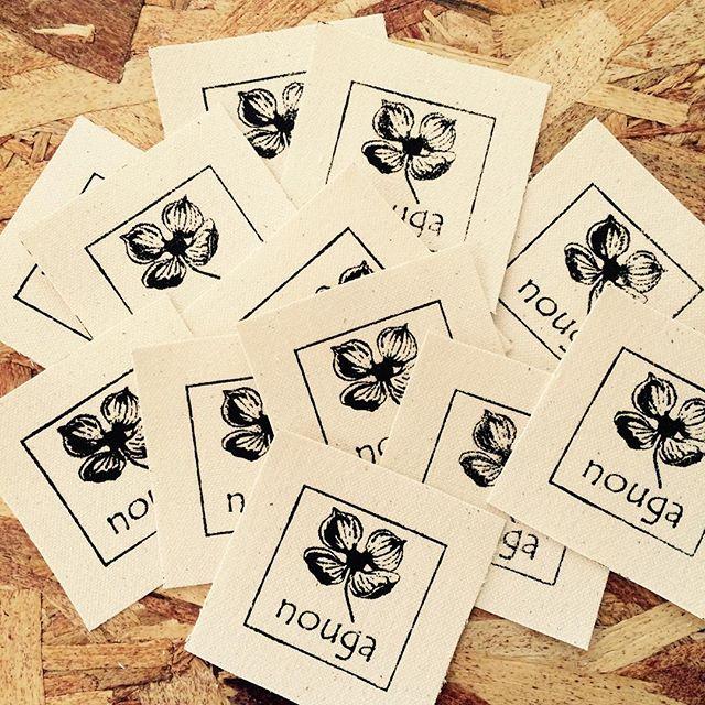 キャンバス生地にシルクスクリーン印刷でオリジナルタグ・ネームタグ・ブランドタグ制作